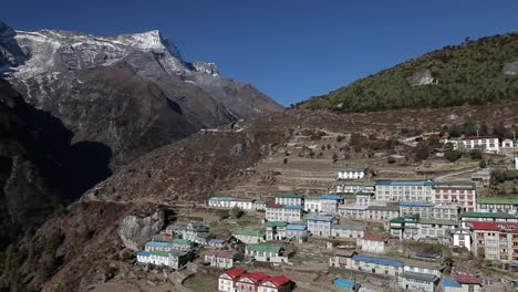 Pan-of-Namche-Bazaar-in-daylight