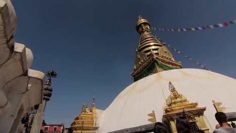 Deslizamiento-Y-Pan-Del-Templo-De-Swayambhunath