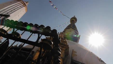 Deslizamiento-Del-Templo-De-Swayambhunath-Con-Destello-De-Sol