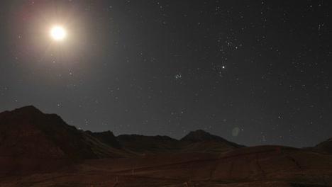 Aconcagua-Time-Lapse-Luna-Viajando-A-Través-Del-Cielo-De-La-Montaña