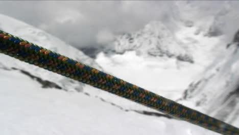 Closeup-of-climbing-rope