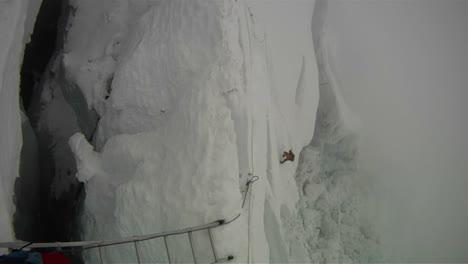 Sherpa-crossing-diagonal-ladder