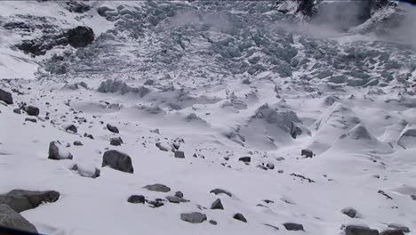 Tile-up-to-Khumbu-Icefall-from-basecamp