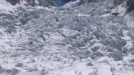 Pan-up-of-Khumbu-icefall-from-basecamp