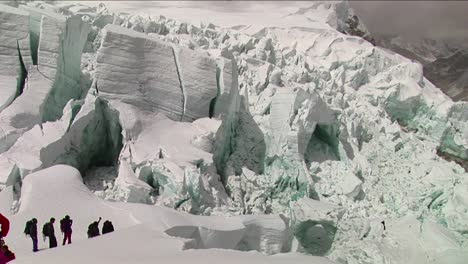 Climbers-make-their-way-through-large-seracs