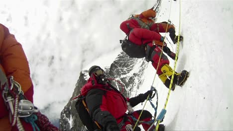 Big-line-of-climbers-on-Mt-Everest-waiting-and-resting