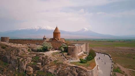 Antena-De-Una-Hermosa-Iglesia-Tradicional-En-Las-Montañas-Del-Cáucaso-De-Armenia