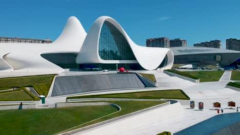 Antenne-Der-Hauptstadt-Baku-Von-Aserbaidschan-Mit-Einzigartiger-Architektur-Des-Heydar-Aliyev-Centers