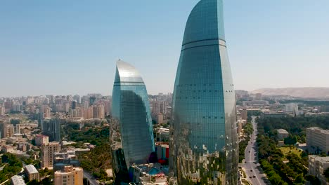 Antenne-Der-Hauptstadt-Von-Baku-Von-Aserbaidschan-Mit-Einzigartiger-Architektur-Von-Baku-Flammentürmen