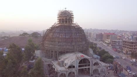 Antenne-über-Einer-Kuppelkirche-Im-Bau-In-Tiflis-Hauptstadt-Der-Republik-Georgien-