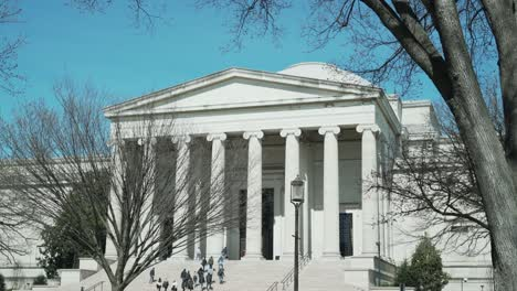 Establishing-shot-of-the-National-Gallery-of-Art-in-Washington-DC