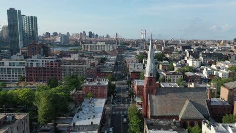 An-vista-aérea-view-approaches-the-Queensboro-bridge-in-Long-Island-City-Queens-New-York