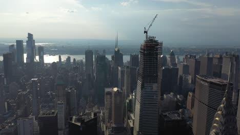 Una-Vista-Aérea-Muestra-Los-Rascacielos-De-La-Calle-42-En-La-Ciudad-De-Nueva-York-Nueva-York