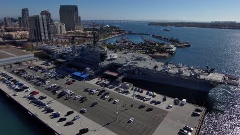 Antena-Orbital-Del-USS-Midway-Navy-Portaaviones-Museo-En-El-Puerto-De-San-Diego-California