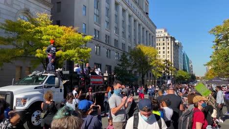 Multitudes-Se-Reúnen-En-Las-Calles-De-Washington-Dc-Para-Celebrar-La-Victoria-De-Joe-Biden-Sobre-Donald-Trump-En-Las-Elecciones-Presidenciales-De-Estados-Unidos