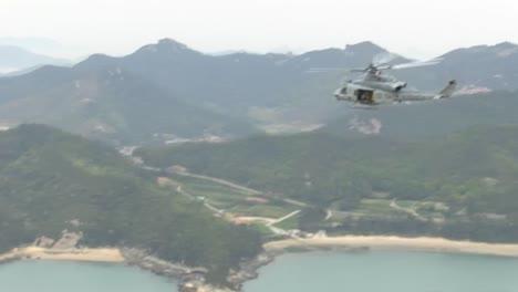 Infantes-De-Marina-Y-Ejército-Buscan-Sobrevivientes-En-El-Desastre-Del-Ferry-Coreano-2014-4