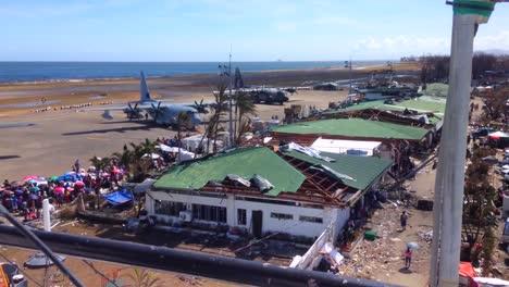 El-Personal-De-Las-Fuerzas-Armadas-Estadounidenses-Ayuda-A-Las-Víctimas-Del-Tifón-Haiyan-En-Filipinas-