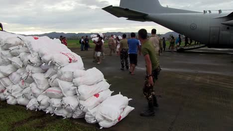 Emergency-Supplies-Are-Delivered-To-Remote-Villages-In-The-Philippines-During-Typhoon-Haiyan-3