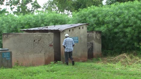 Africans-In-A-Village-In-Uganda-Are-Helped-By-Members-Of-The-Us-Military-To-Cope-With-Ebola-7