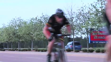 Veteranos-Del-Ejército-Heridos-Y-Discapacitados-Compiten-En-Carreras-De-Bicicletas-1
