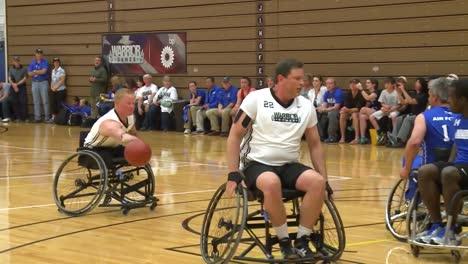 Veteranos-Del-Ejército-Heridos-Y-Discapacitados-Compiten-En-Baloncesto-En-Silla-De-Ruedas-2
