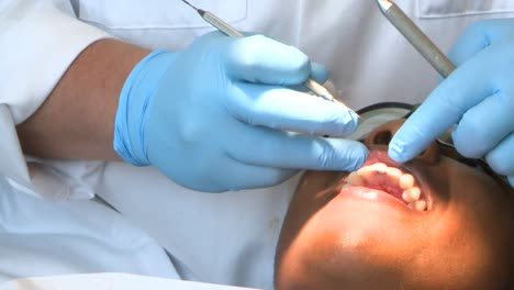 Students-Learn-Dentistry-At-The-Air-Force-Dental-School-2