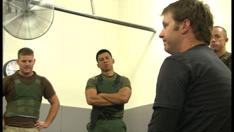 La-Policía-De-La-Patrulla-Fronteriza-Y-Los-Agentes-De-La-Dea-Aprenden-Habilidades-De-Combate-Cuerpo-A-Cuerpo-En-El-Centro-De-Capacitación-Avanzada-De-Protección-Fronteriza-1
