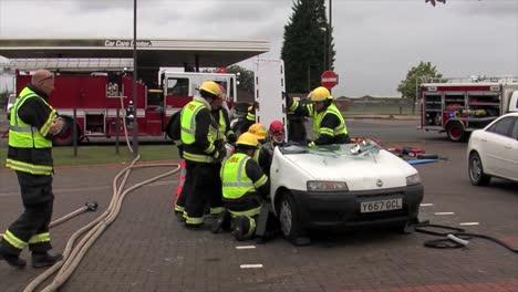 Los-Bomberos-Europeos-Practican-La-Respuesta-A-Un-Accidente-De-Volcadura-De-Un-Vehículo-9