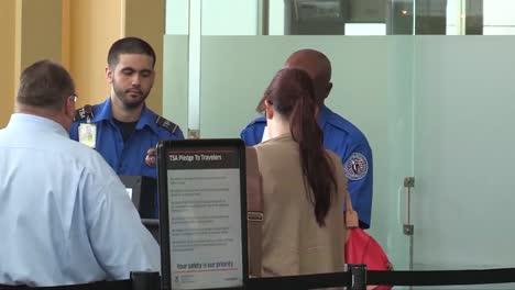 Las-Pasajeras-Embarazadas-Reciben-Controles-De-Seguridad-Especiales-Por-Parte-De-La-Tsa-En-Los-Aeropuertos-Americanos