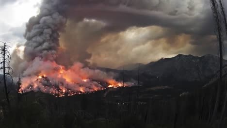 Time-Lapse-Of-A-Massive-Wildfire-Burning