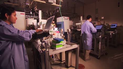 Researchers-Conduct-Experiments-At-The-Pacific-Northwest-National-Laboratory-In-A-Generic-Lab-Environment-14
