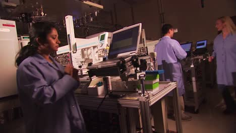 Researchers-Conduct-Experiments-At-The-Pacific-Northwest-National-Laboratory-In-A-Generic-Lab-Environment-15