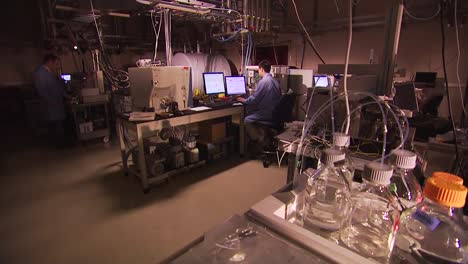 Researchers-Conduct-Experiments-At-The-Pacific-Northwest-National-Laboratory-In-A-Generic-Lab-Environment-16