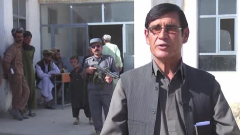 Army-Opthamologists-Work-With-Patients-In-A-Clinic-In-Afghanistan-1