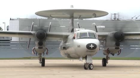 El-Avión-E2d-Hawkeye-En-Vuelo-Y-En-Tierra