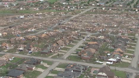 Aerial-Footage-Of-The-Moore-Oklahoma-Tornado-3