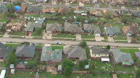 Aerial-Footage-Of-The-Moore-Oklahoma-Tornado-4