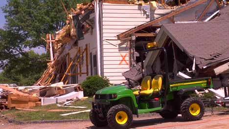 Tropas-De-La-Guardia-Nacional-Entrenan-Para-Rescatar-A-Personas-De-Edificios-Destruidos-Después-De-Un-Huracán-Tornados-O-Terremotos-