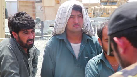 Afghan-Police-And-Army-Snipers-Are-Trained-To-Diffuse-A-Bomb