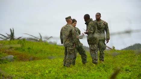US-Truppen-Gehen-Durch-Die-Zerstörung-Des-Taifuns-Haiyan-Auf-Den-Philippinen-1