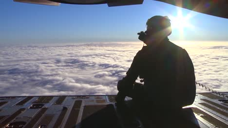 Scenic-Shots-Taken-From-A-C17-From-Both-The-Pilots-Perspective-And-Out-Of-The-Read-Hatch-Doors-1