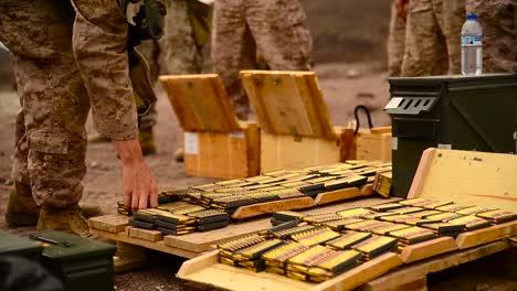 Soldaten-Bewaffnen-Sich-Mit-Scharfer-Munition-Wenn-Sie-In-Afghanistan-Ins-Feld-Gehen