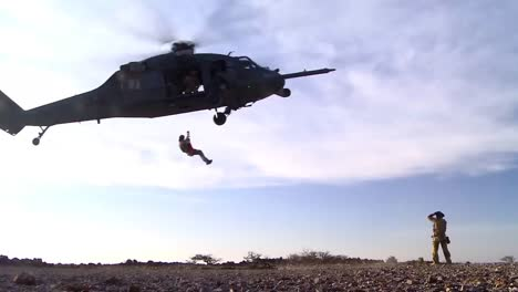 Us-Soldiers-Practice-Fast-Rope-Ladder-And-Hoist-Training-From-A-Hovering-Helicopter