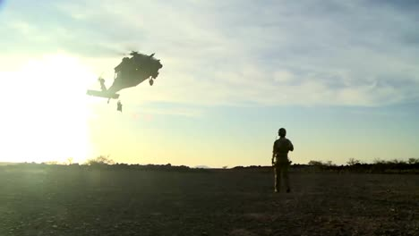 Us-Soldiers-Practice-Fast-Rope-Ladder-And-Hoist-Training-From-A-Hovering-Helicopter-1