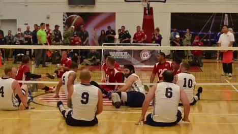 Los-Marines-Estadounidenses-Juegan-Contra-La-Marina-Estadounidense-En-Un-Juego-De-Voleibol-Sentado-2