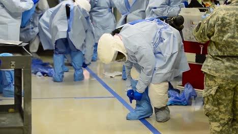 Un-Equipo-De-Apoyo-Médico-En-El-Centro-Médico-Del-Ejército-Brooke-En-Texas-Se-Prepara-Para-Un-Brote-De-Enfermedad-Contagiosa-1
