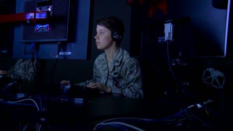 El-Personal-De-La-Fuerza-Aérea-Monitorea-La-Información-Proveniente-De-Drones-Y-Aviones-De-Vigilancia-De-Todo-El-Mundo-2