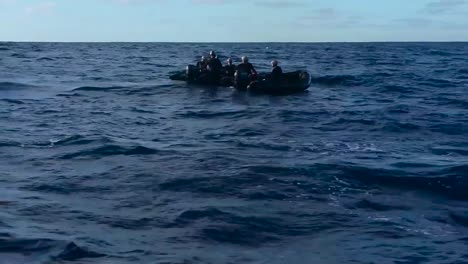 A-Crew-Of-Navy-Divers-Recover-Nasas-Orion-Crew-Module-In-The-Pacific-Ocean-In-December-Of-2014