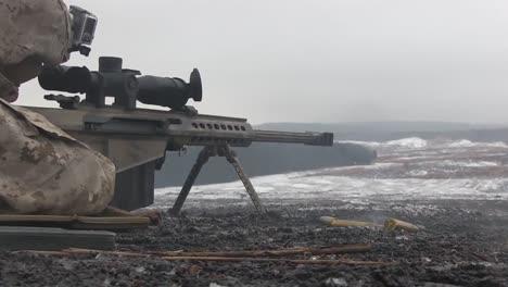 Tropas-Del-Ejército-Estadounidense-En-Combate-Fuego-Ametralladoras-En-El-Campo