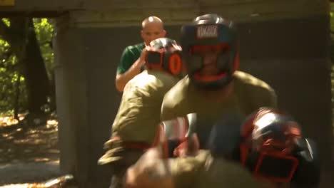Marines-Estadounidenses-Masculinos-Y-Femeninos-Practican-Boxeo-En-Entrenamiento-Básico